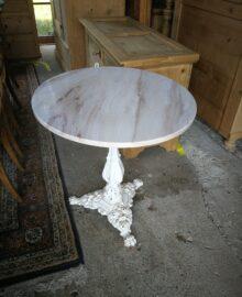 Bistro Tisch Gussbein mit polierte Steinplatte